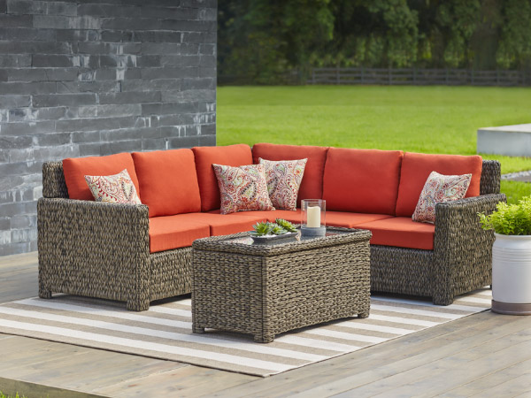 outdoor-furniture-services